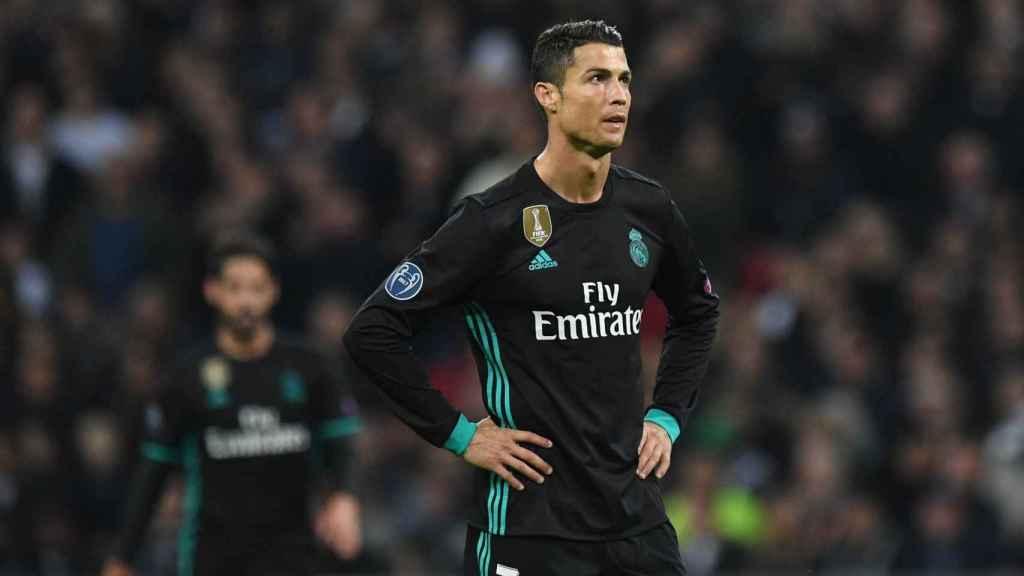 Cristiano, con la mirada perdida, en el Tottenham - Real Madrid.