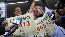 Los loteros que repartieron el Gordo en 2016.