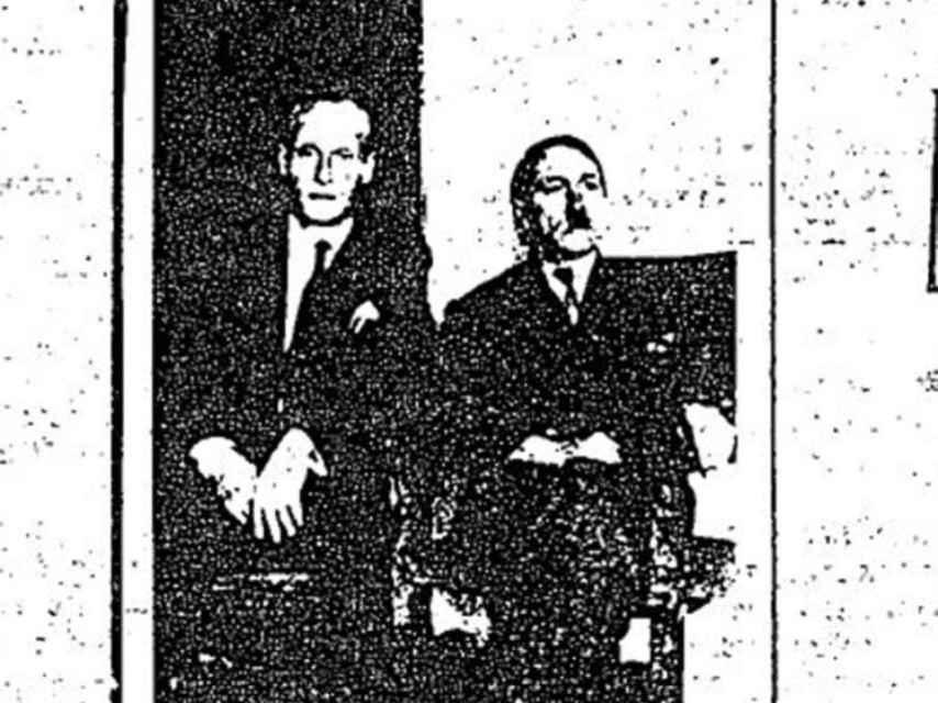 Foto de Adolf Hitler en uno de los informes.