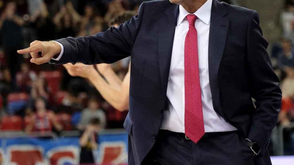 Pedro Martínez dirigiendo al Baskonia.
