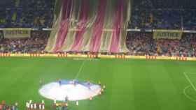 Imagebn del tifo gigante del Camp Nou.