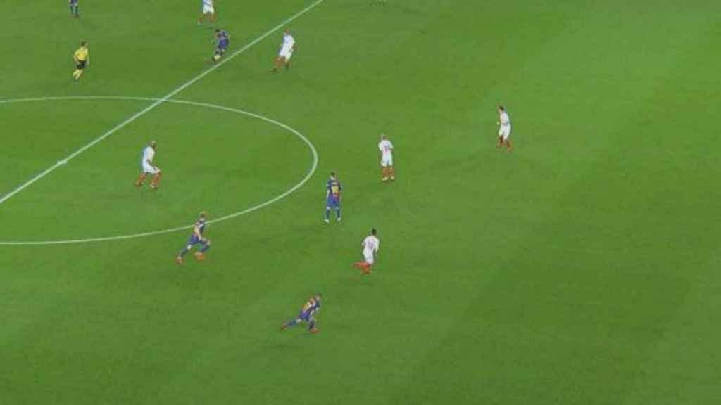 Fuera de juego del Barça ante el Sevilla.