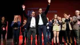 Pedro Sánchez junto al líder de los socialistas aragoneses reelegido este sábado, Javier Lambán