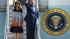 Melania y donald Trump llegando a Japón.