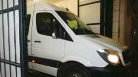La furgoneta blanca en la que Puigdemont salió hacia la libertad en Bélgica