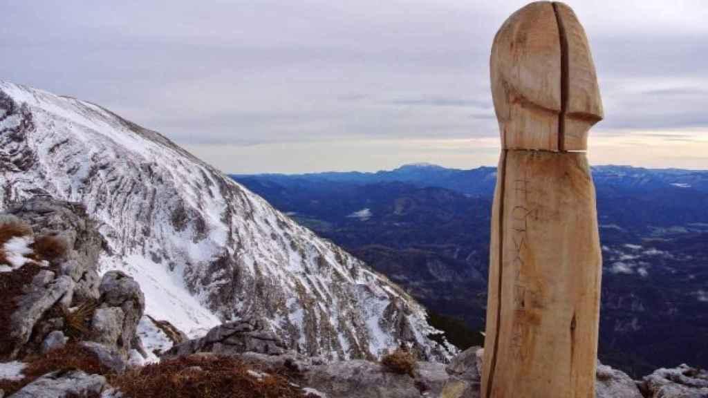 ¿Por qué hay un falo gigante en la cima de los Alpes?