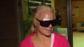 Leticia Sabater a la salida de la clínica.