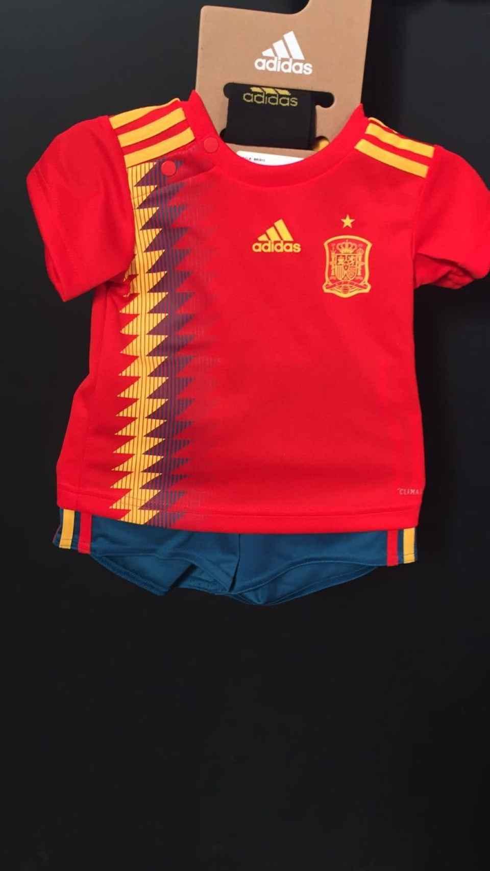 Equipación nueva para bebés de la selección española de fútbol.