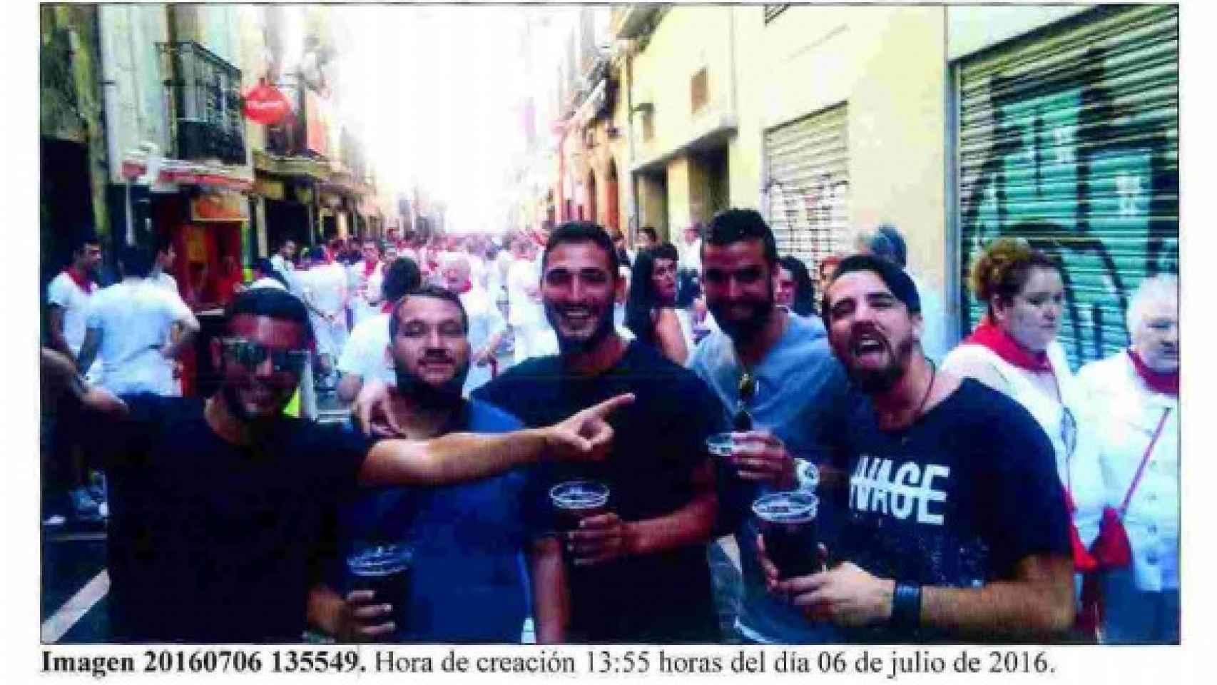 Las imágenes nunca vistas del Prenda y su manada la noche de San Fermín