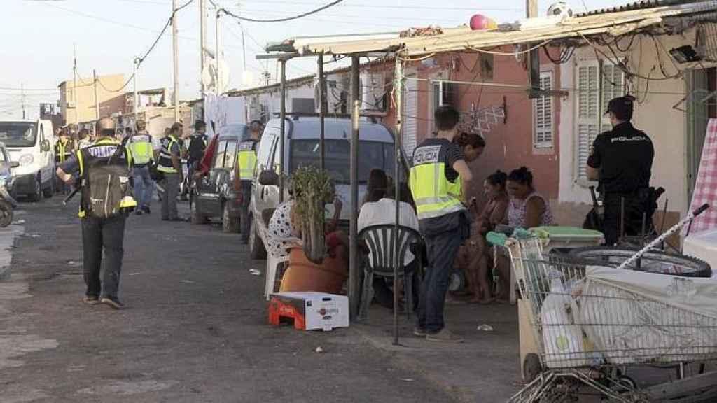 Redada efectuada por la Policía en Son Banya en 2012.