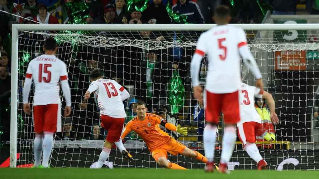 El polémico gol de penalti que dio el triunfo a Suiza.