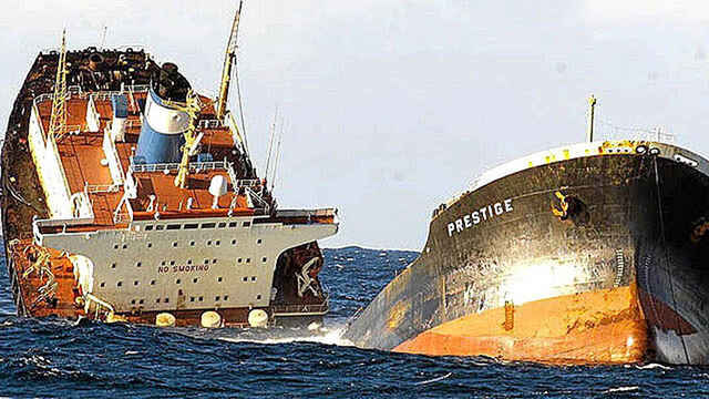 El prestige se hunde el 23 de noviembre del año 2003. Estuvo diez días a la deriva.