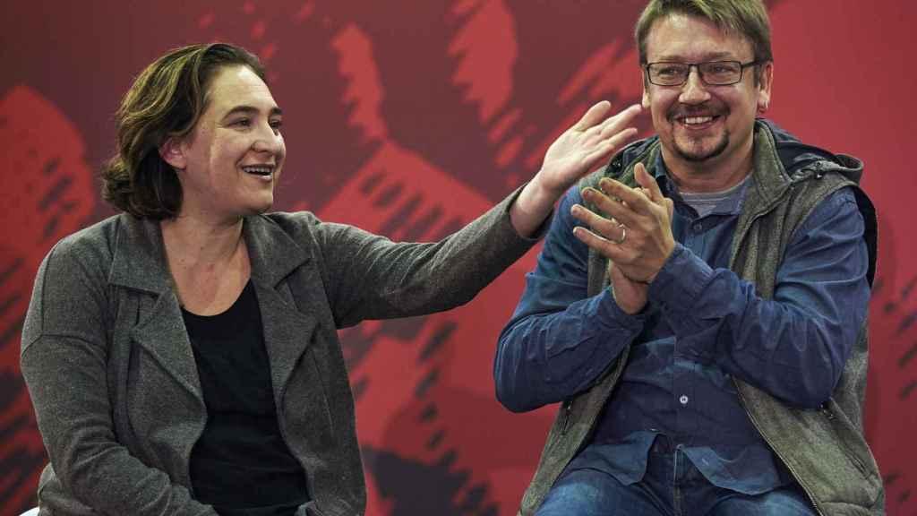 Ada Colau, este sábado con Xavier Domènech, candidato de su partido para el 21-D.