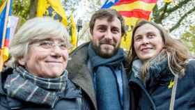 Ponsatí, junto a Antoni Comin y Meritxell Serret en una manifestación hoy en Bruselas.