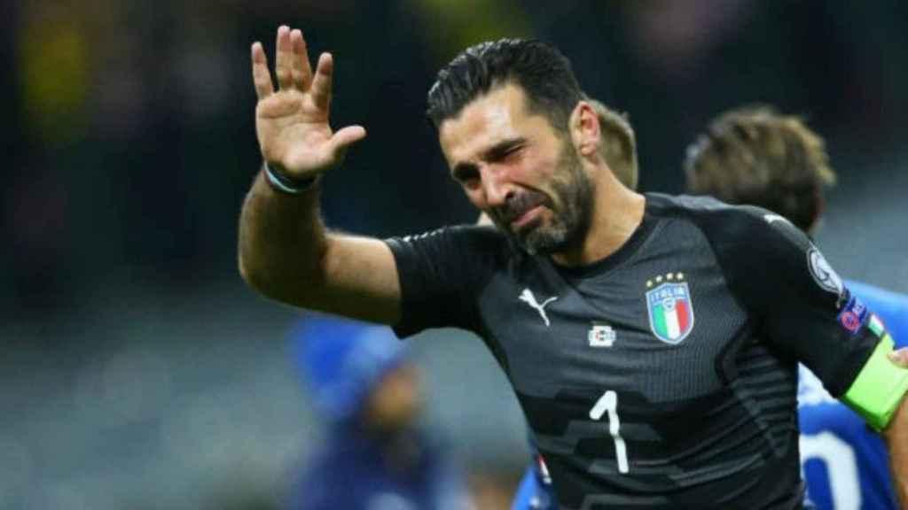 Buffon desconsolado tras la no clasificación de Italia para el Mundial. Foto: Twitter (@elchiringuitotv)