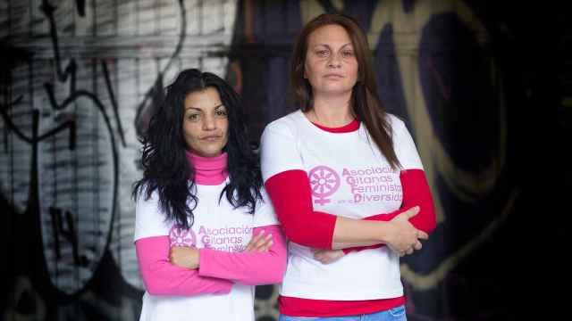A la izquierda María José Jiménez, presidenta de la Asociación de Gitanas Feministas por la Diversidad, y a la derecha Carmen Fernández, vicepresidenta.