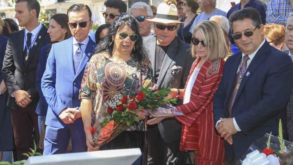 Jacqueline junto a Ortega Cano y Amador