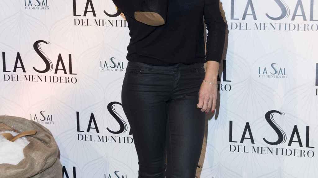 Mónica Hoyos, sonriente ante los medios.