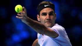 Federer, sacando durante el partido ante Cilic.