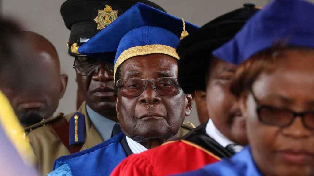Robert Mugabe durante una graduación de la Universidad de Harare.