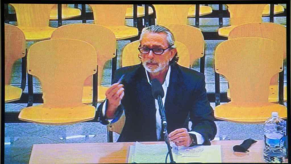 Monitor con la declaración de Francisco Correa.