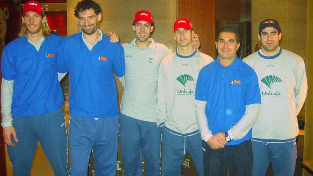 De izquierda a derecha: Herrmann, Garbajosa, Berni Rodríguez, Pepe Sánchez, Scariolo y Cabezas.