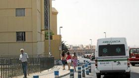 Una ambulancia en el Hospital Torrecárdenas