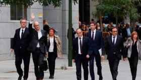 Exconsejeros del Gobierno catalán caminan hacia la Audiencia Nacional el pasado 2 de noviembre