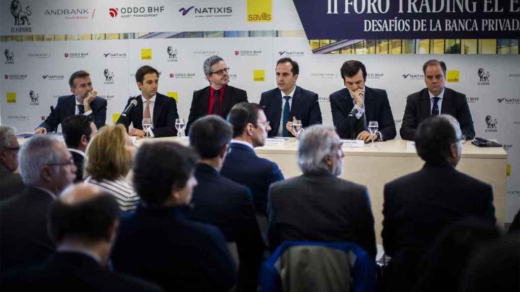 En la primera mesa redonda se habló sobre la revisión de nuevos escenarios de inversión y retos en la gestión de patrimonios