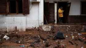 Local destrozado por las inundaciones en Mandra.