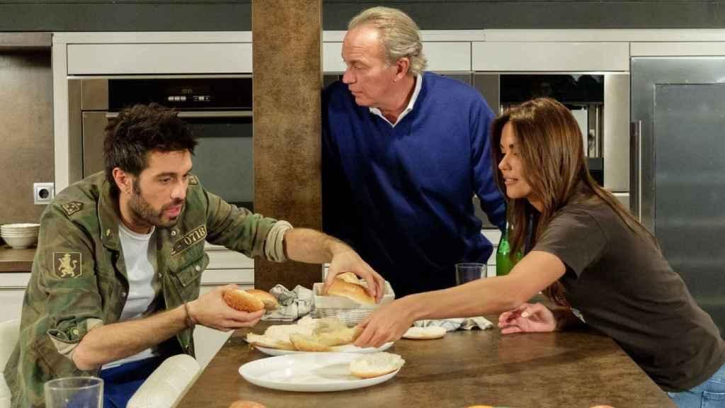 Lara Álvarez y Dani Martínez junto a Bertín Osborne en 'Mi casa es la tuya'