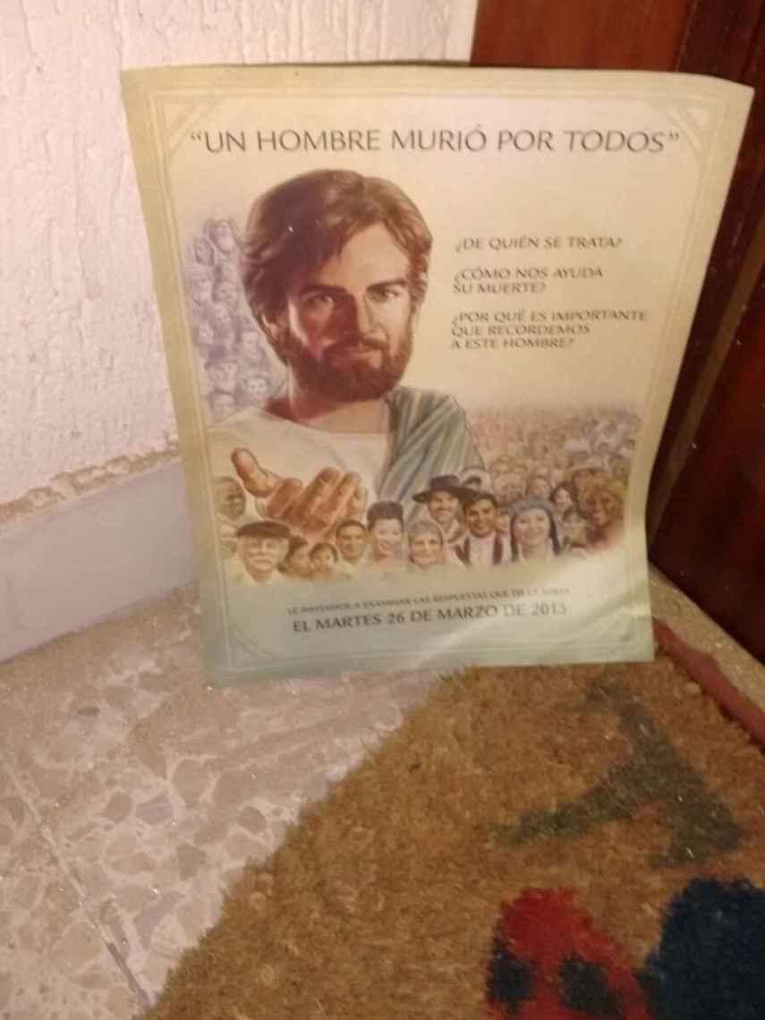 Este cartel permaneció en la puerta de Agustín durante años y años.