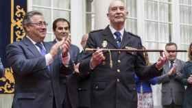 El comisario De la Rosa junto al ministro Zoido.