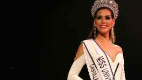 Sofía del Prado, con la banda de Miss Universe Spain.