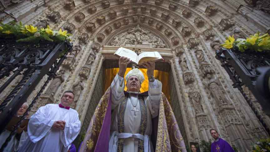 El arzobispo de Sevilla, Juan José Asenjo. (EFE)