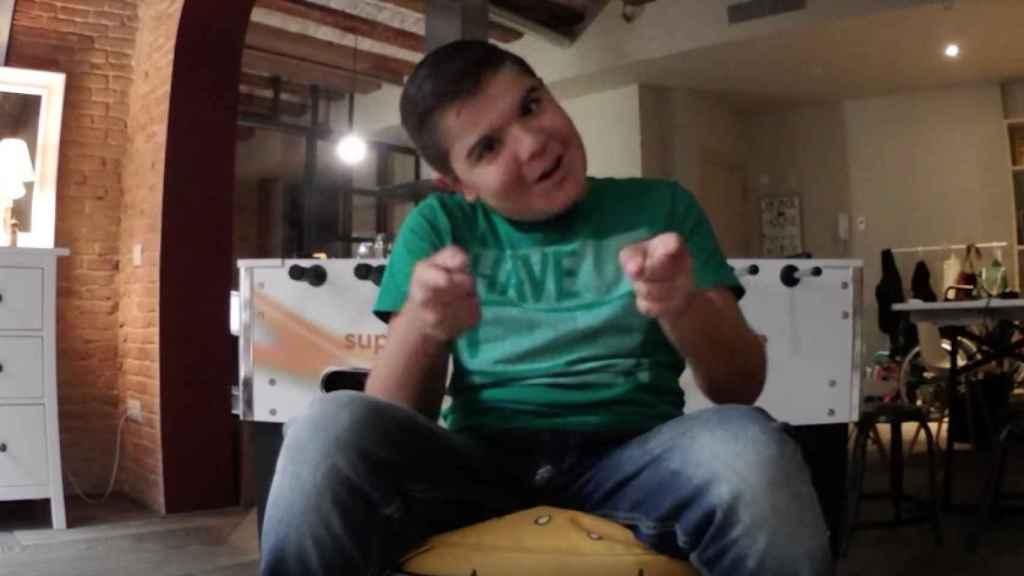 Oliver, en su primer vídeo.