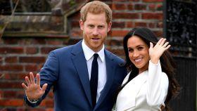 El príncipe Enrique y Meghan Markle han posado para la prensa tras hacerse el anuncio del compromiso.