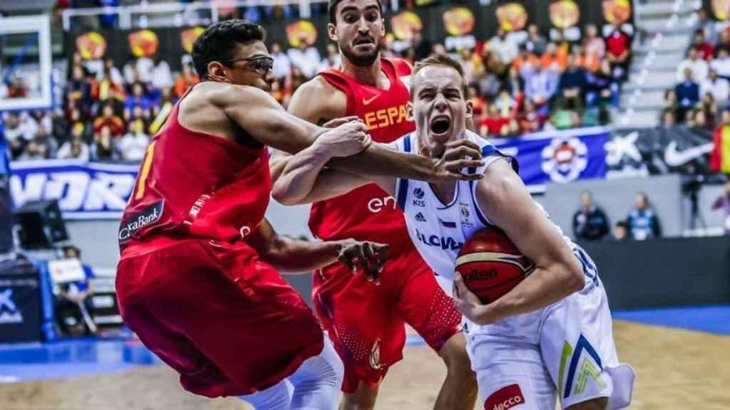 Sebas Sáiz y Prepelic en el duelo de las ventanas FIBA. Foto: fiba.es