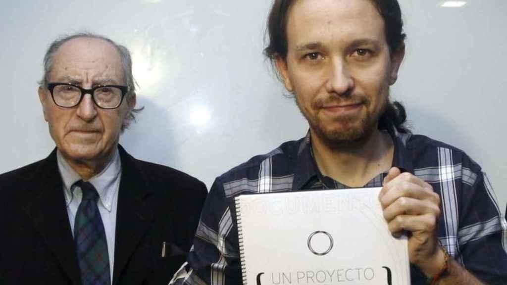 Vicenç Navarro y Pablo Iglesias en una imagen de archivo.