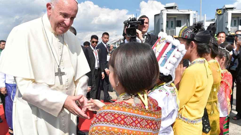 El Papa Francisco, a la llegada a Birmania.