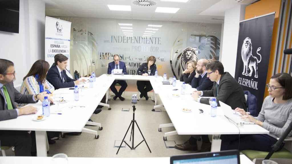 El debate se realizó en la redacción de EL ESPAÑOL y fue moderado por Ainhoa Iriberri, jefa de la sección de Ciencia y Salud.