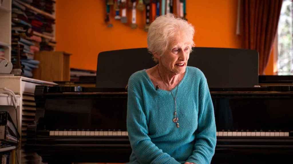 Deirdre también es una apasionada del piano y de la música.