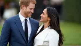 Meghan Markle y el príncipe Harry durante su compromiso oficial.