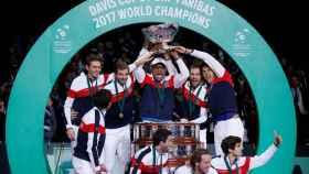 El equipo francés tras ganar la Copa Davis.