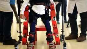 Jens, uno de los niños que probará el exoesqueleto.