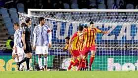 Jugadores del Lleida celebran un gol en Anoeta.