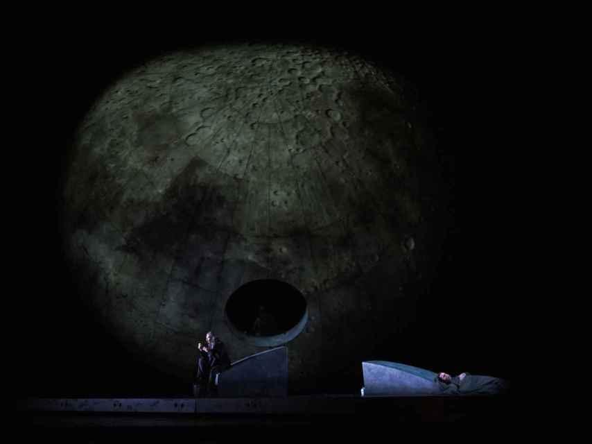 La semiesfera gigante, en el escenario del Liceu.