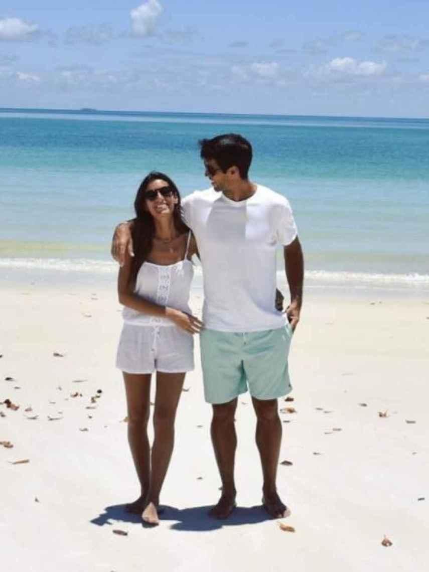 Ana Boyer y Fernando Verdasco, disfrutando de la playa.