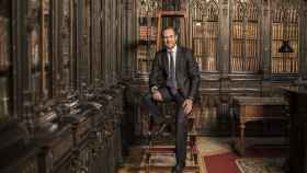 El senador José Ramón Bauzá en la biblioteca de la Cámara Alta.