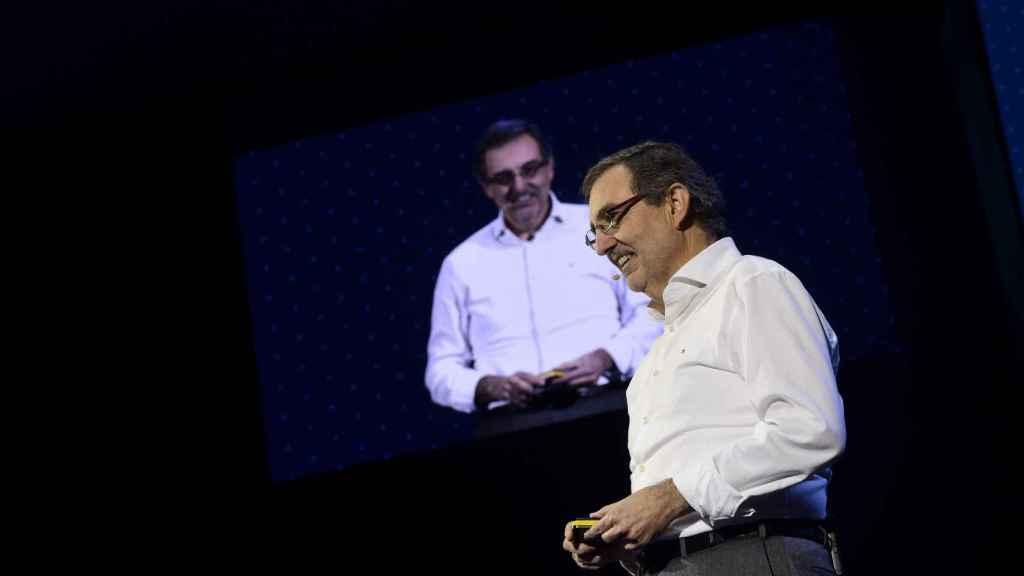 El presidente de Telefónica de España, Luis Miguel Gilpérez, fue a juego con el estilo desenfadado de Álvarez-Pallete.